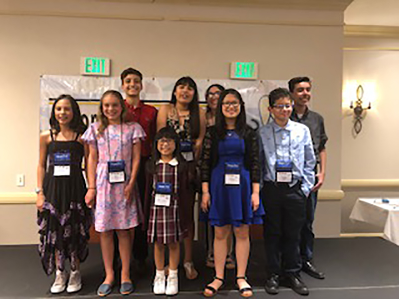 Tumbnail for: How The National Spanish Spelling Bee is Rewarding Bilingualism